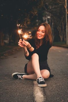 18 Ideas For Photography Poses Graduation Portrait Ideas Girl Photography Poses, Tumblr Photography, Creative Photography, Photography Lighting, Sparkler Photography, Lake Photography, Photography Lessons, Happy Photography, Photography Contests
