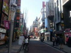 Ci sono molte novità e opportunità per chi visita il Giappone in questo periodo, molte attrazioni turistiche hanno riaperto o si sono rinnovate, nuove sono nate e la moneta locale, lo YEN, è tornata al livello di tre anni fa, quindi è ora molto conveniente visitare il Giappone sia per gli europei che per gli americani. Andiamo a vedere quali sono l...