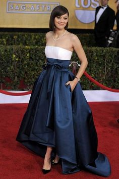 Marion Cotillard, at the 2013 SAG Awards wearing Dior Haute Couture Gala Dresses, Blue Dresses, Robes Elie Saab, Hollywood Red Carpet, Marion Cotillard, High Fashion Dresses, Strapless Dress Formal, Formal Dresses, Red Carpet Gowns