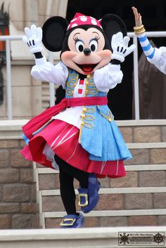 Pirate Minnie Mouse! Pirate Minnie for Halloween would be awesome! @Tom Zaks