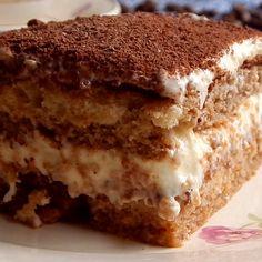 Tiramisú Tiramisu based on Vanilla (sponge cake), Coffee and Mascarpone Cheese. Zumbo Desserts, Köstliche Desserts, Delicious Desserts, Dessert Recipes, Sugar Cookies Recipe, Cookie Recipes, Tiramisu Cake, Almond Cakes, Fancy Desserts