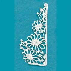 Daisy filigree piece. Filigree can be placed flat against the top or side of a cake, or the can stand out like wings.