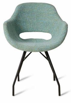 Dyyk is een echt Nederlands merk met een nuchtere blik op design. Deze Barth eetkamerstoel is 83cm hoog, 58cm breed, 55cm diep en heeft een zithoogte van 46cm. Hij komt in vele kleuren die mooi met elkaar zijn te combineren! Bekijkt u ook eens de andere stijlvolle ontwerpen uit de collectie van het merk Dykk.