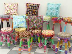 Alma Singer II | Tracción a color: Alma Singer Stools, high & low, and matching pillows.