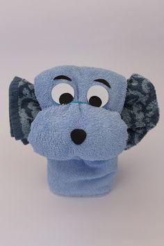DIY-Basteltipp für einen Handtuch-Origami-Hund Douglas Adams, Diy Blog, Crochet Hats, Beanie, Diy Projects, Craft Tutorials, Pet Dogs, Gifts, Deko