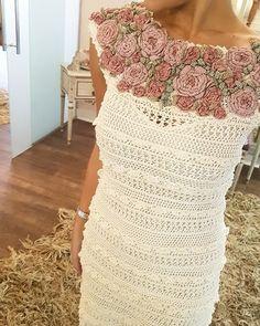 """72 Me gusta, 4 comentarios - Vanessa Montoro (@vanessamontoro) en Instagram: """"All about our special needlework ✨❤💐🍃 Special & Unique Dress #VanessaMontoroStyle…"""""""