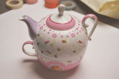 Cute tea pot found in this blog: The last days of Spring