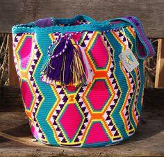 Risultati immagini per wayuu bag Crotchet Bags, Knitted Bags, Tapestry Bag, Tapestry Crochet, Mandala Crochet, Love Crochet, Knit Crochet, Mochila Crochet, Crochet Purses