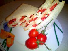 CLUB SANDWICH ALLA CAPRESE CON OLIO AL BASILICO ~ La cucina di mamma Mary
