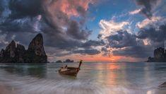 Plaża Railay, Prowincja Krabi, Tajlandia, Zachód słońca, Morze Andamańskie, Łódka, Skały