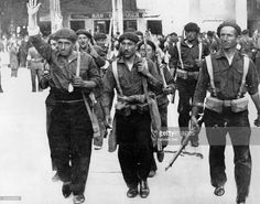 Spain, civil war - Soldiers of nationalist general Mola on their march to Burgos railway station for transport to the Madrid frontline. about Get premium, high resolution news photos at Getty Images European History, World History, Spanish War, Historia Universal, Character Portraits, Historical Pictures, Military History, World War Two, Wwii