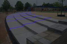 Verlichting om een moderne sfeer te creëren. LED-verlichting is ook energiezuinig dus redelijk goed voor het milieu.