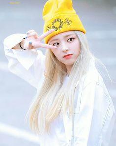 © to the owner Kpop Girl Groups, Korean Girl Groups, Kpop Girls, Bts K Pop, Airport Style, Airport Fashion, New Girl, K Idols, Korean Singer