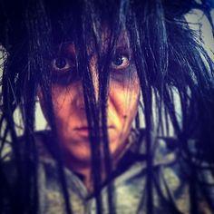 Aina kun mä meikkaan, niin peruukki on irti. Terveisiä pimeydestä. Vetäkää @antti_tuisku jengi magee show tänään! @hktfi #munteatteri #peto #petoonirti #petoshow #vampyyrientanssi
