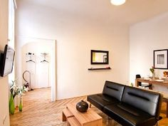 Looks modern, and very convenient to Vienna: In the City centre, Prime district, 2 min walking distance to Underground U4