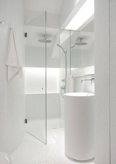 id nurelle...........................White bathroom in Singapore, by architects Ong and Ong.
