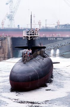 flooding the dock as the OOD descends below deck… Nuclear Submarine, Submarine Museum, Us Navy Submarines, Go Navy, Us Navy Ships, Yellow Submarine, United States Navy, Military Weapons, Military Equipment