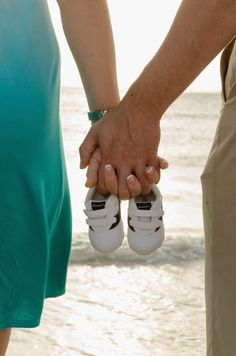 Fort Myers Beach Maternity photos www.babyfeetfotos.com