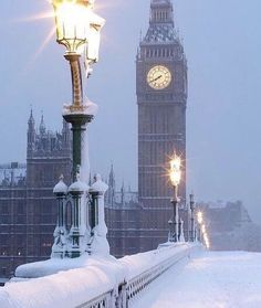 Londen in snow Best places to go and travel destination ideas for adventure goals and bucket list inspiration , journal tips could be USA Europe asia china italy paris africa londen dubai new york venice tokyo turkey lost angles and etc Snowfall In London, London Snow, London Winter, Big Ben London, London Christmas, Old London, London City, Vintage London, Christmas Time