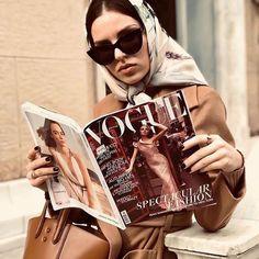 SojoS in vogue : : - Women Fashion Arab Fashion, Fashion 2020, Nyfw Street Style, Autumn Photography, Paisley Pattern, Paisley Design, How To Wear Scarves, Aesthetic Photo, Scarf Styles