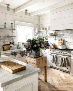 33 Charming French Kitchen Decor Inspirational Ideas - My Home Decor French Kitchen Decor, French Country Kitchens, Farmhouse Kitchen Decor, Kitchen Interior, New Kitchen, Farmhouse Style, Farm Kitchen Ideas, French Rustic Decor, Stylish Kitchen