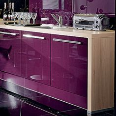 purple kitchen furniture #paars in de keuken