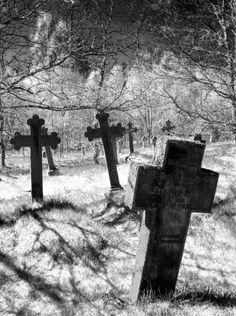 Like old cemeteries Cemetery Headstones, Old Cemeteries, Cemetery Art, Graveyards, Statues, Old Rugged Cross, Spooky Places, Metal Artwork, Gothic Art