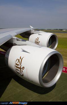Emirates Airbus A380-800 A6-EDJ.