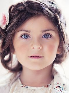 This is a beautiful kid picture. she looks like a porcelain doll! Beautiful Children, Beautiful Babies, Simply Beautiful, Cute Kids, Cute Babies, Child Face, Children Photography, Little Girls, Kids Fashion