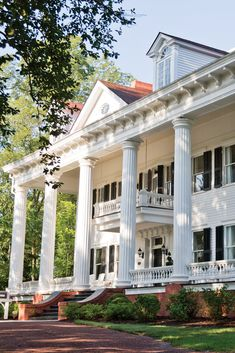 Southern Plantation Homes, Southern Mansions, Southern Plantations, Old Southern Homes, Plantation Houses, Southern Charm, Dreamhouse Barbie, Future House, Bed And Breakfast
