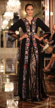 Caftan du Maroc Abaya Fashion, Muslim Fashion, Boho Fashion, Fashion Dresses, Mexican Fashion, Oriental Fashion, Indian Fashion, Kaftan Designs, Abaya Mode