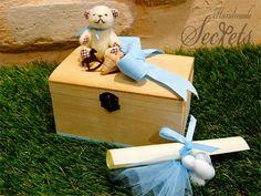 Προσκλητήριο με μπομπονιέρα μαζί ξύλινο κουτί Toy Chest, Storage Chest, Toys, Handmade, Furniture, Home Decor, Activity Toys, Hand Made, Decoration Home