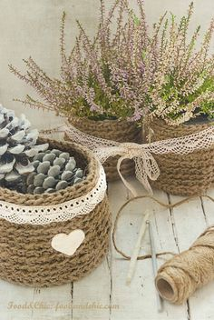 Cestas de chrochet con cuerda - love these - perhaps Cathy can crochet them for me - we can get Matthew to translate :) Crochet Bowl, Love Crochet, Diy Crochet, Yarn Crafts, Diy And Crafts, Baby Food Jars, Crochet Decoration, Home And Deco, Chrochet