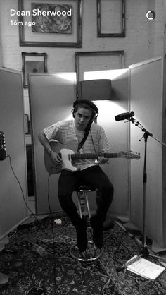 Bradley Will Simpson, Brad Simpson, Brad The Vamps, New Hope Club, 1d And 5sos, Playing Guitar, Boy Bands, Husband, My Love