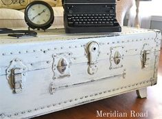 20 Creative DIY Coffee and Side Tables, Old trunk coffee table Furniture Projects, Furniture Makeover, Diy Furniture, Diy Projects, Project Ideas, Old Trunks, Vintage Trunks, Antique Trunks, Old Trunk Redo