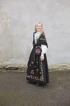 Julie Vold Konfirmasjonsfotograf i Stavanger Stavanger, Senior Photography, Portrait, Headshot Photography, Graduation Pictures, Portrait Paintings, Senior Girl Photography, Senior Photos, Drawings