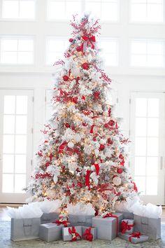 Stunning tree! 2015 Christmas Decorating Ideas