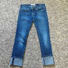 Vigoss Collection Jeans 1/2 26 Crops or Skinny Can be worn as a rolled crop or skinny jean. Lighter wash. Perfect amount of stretch! 20% off all bundles  Vigoss Jeans Skinny