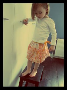 Love this blog and her adorable little girl. Skirt for a toddler made from a fat quarter!