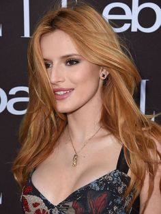 Bella Thorne - All For Hair Color Trending Strawberry Blonde Hair Color, Red Hair Color, Color Blue, Bella Thorne Movies, Cabelo Rose Gold, Costume Noir, Actrices Sexy, Brown Blonde Hair, Auburn Hair