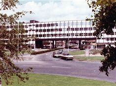BP House, Hemel Hempstead by Maurice Bebb. Office building initially called Hempstead house but renamed when BP moved in. It consisted of a 14 storey tower attached to a smaller bridge like. Hempstead House, Magic Roundabout, Small Bridge, Hemel Hempstead, St Albans, Back In Time, Old Photos, Tower, Spaces