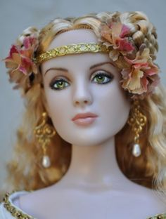 About Rosamund: A former Antoinette Mannequin, Custom Doll Repaint. This looks a bit like Cersei Lannister :)