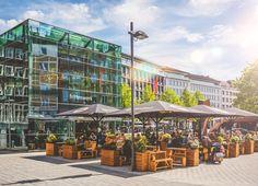 Den urbanen Lifestyle genießt man am besten mit Streetfood auf der begrünten Terrasse. Rund um den Glaskubus und seine beeindruckende Architektur ist Gemütlichkeit oberstes Gebot. Inzwischen gehört der Glaskubus zu Aachen wie der Dom.