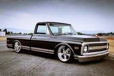 Low Fast Famous — Hot Wheels - Oh damn she is coming along. 67 72 Chevy Truck, Custom Chevy Trucks, C10 Trucks, Old Pickup Trucks, Classic Chevy Trucks, Chevy C10, Chevy Pickups, Chevrolet Trucks, Classic Cars
