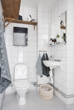 Stort badrum med nymålad våtrumsmatta