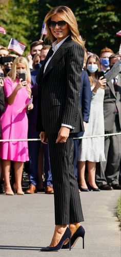 Classy Outfits, Chic Outfits, First Lady Melania Trump, Melania Trump Dress, Trump Is My President, Office Outfits Women, Formal Looks, Classy Women, Alteration Shop