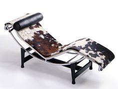O design aclamado do franco-suíço Le Corbusier, lançado na década de 60 pela Cassina, é prestigiado até hoje com esse modelo incrível de chaise, que se tornou um dos maiores ícones da decoração e do design! É uma peça exclusiva e sonho de consumo!