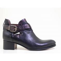 Découvrez la future pépite de votre dressing, la boots en cuir velours Dina ! Une forme structurée mise en valeur avec ses brides croisées et ses quartiers ouverts. Le cuir métalisé de la bride pour la touche rock. Zoomez pour appercevoir le détail de la tige en cuir perforé.  #boots #bottines #talons #heels #cuir #fashion #fashionista #shoes #shoeslover #shoesaddict #murattiparis #murattifashion #newcollection #ah2016 http://www.muratti-paris.com