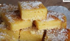 INGREDIENTES: 100g de coco ralado 50g de queijo parmesão ralado 4 ovos 1 xícara (chá) de farinha de trigo 1 colher (sopa) de fermento em pó 2 e 1/2 xícara (chá) de açúcar 500ml de leite MODO DE PREPARO: 1- Em uma tigela adicione os ovos, o açúcar...