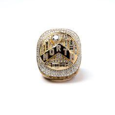 """A historic ring for a historic accomplishment. Lakers Championship Rings, Lakers Championships, Toronto Raptors, Nba Rings, Memes For Him, Emoji Love, Best Memes Ever, Nhl Jerseys, Cartoon Memes"